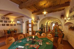 Horní restaurace penzionu Hradní Bašta